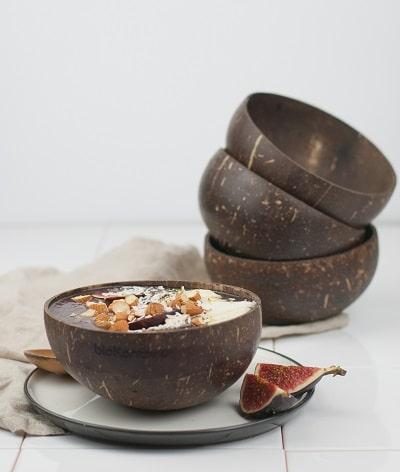 Nachhaltige Kokosnussschale zum leckeren Anrichten von Bowls