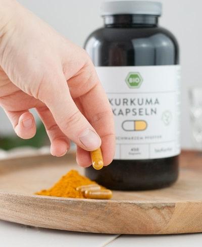 Bio Kurkuma Kapseln mit schwarzem bio Pfeffer, praktische Kapseln zum Einnehmen