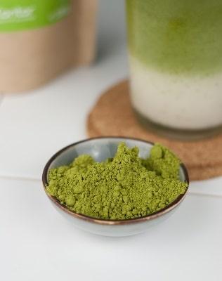 Bio Matchapulver, frisches grünes Pulver für die Matchatee Zubereitung