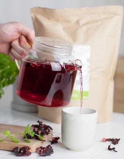 Bio Hibiskusblüten Tee mit Hibiskus aus kontrolliert biolgoischem Anbau von bioKontor